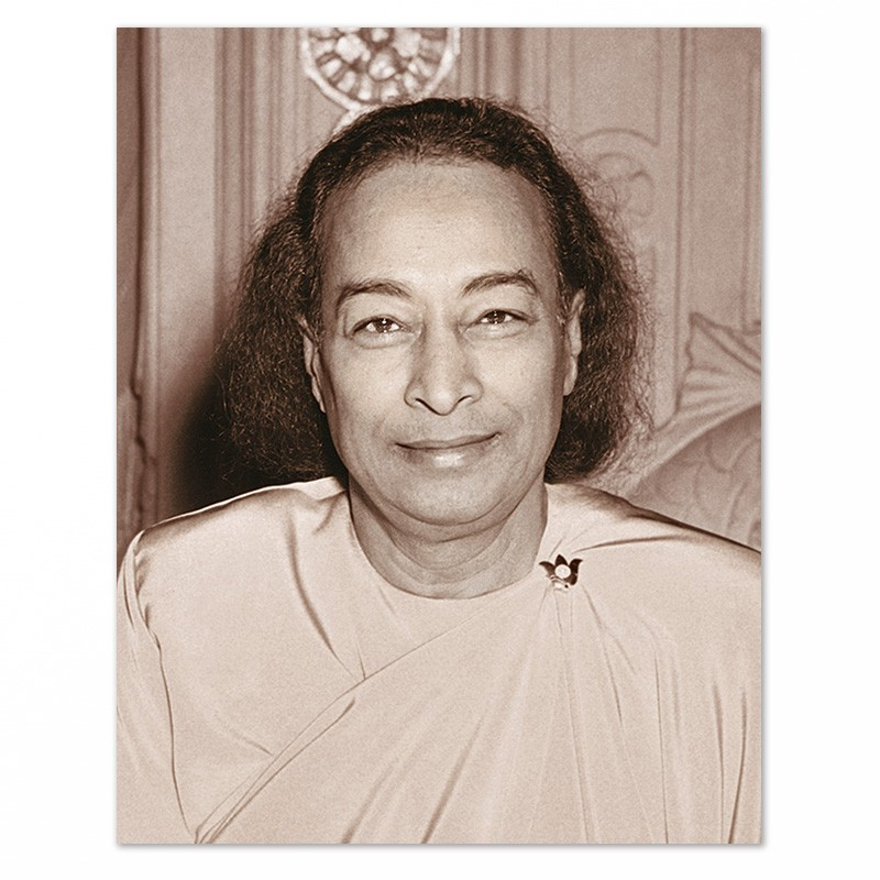 Fotografia di Paramhansa Yogananda – L'ultimo sorriso – tono seppia-0